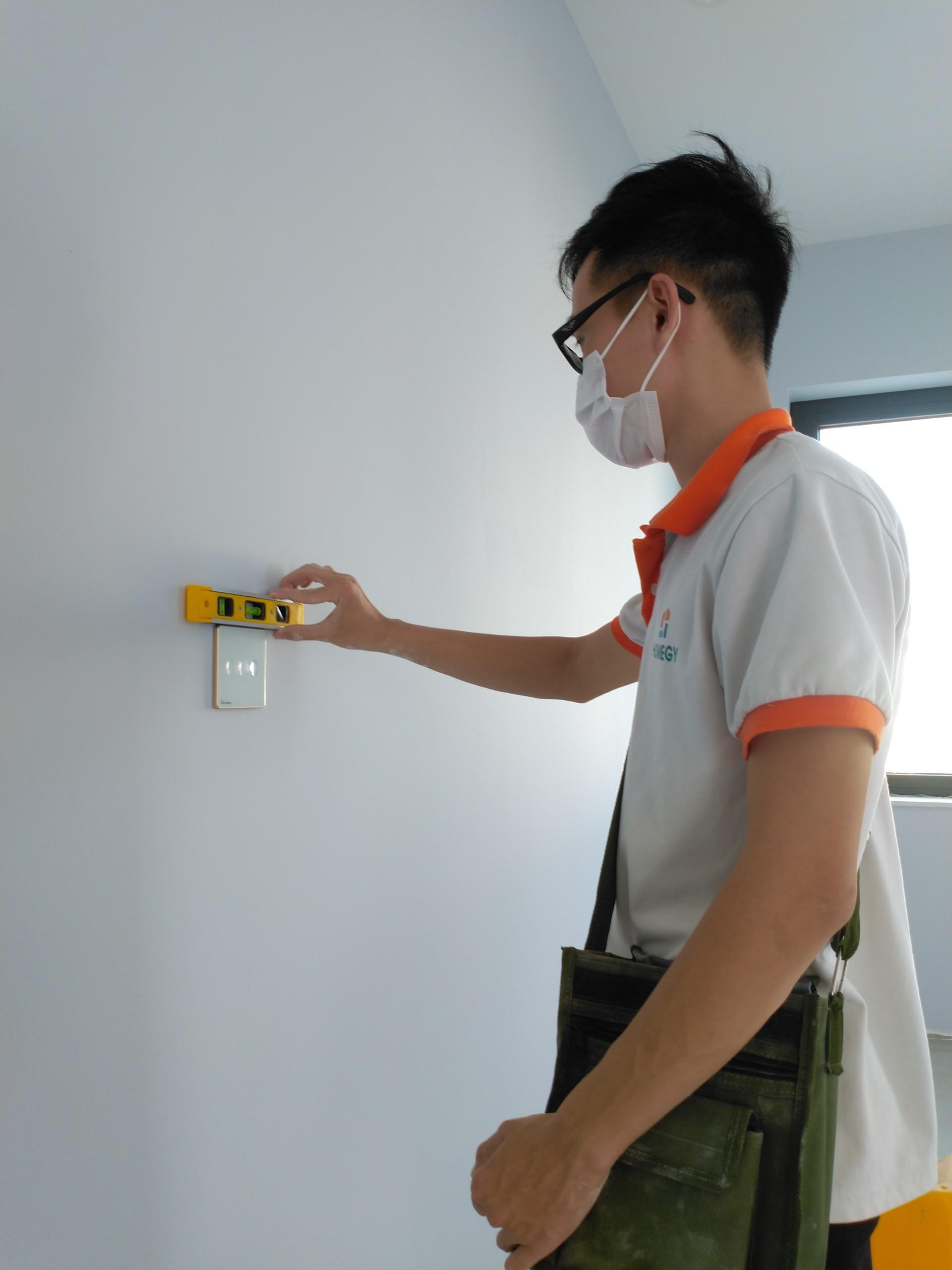 Nhân viên kỹ thuật Homegy hỗ trợ khách hàng và đại lý